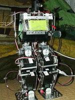 はじめロボット2号機:静歩行と階段昇降 (2002)