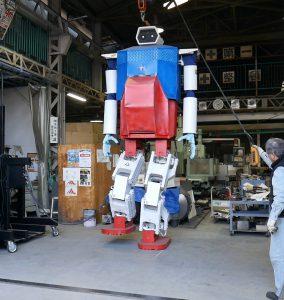身長4メートルの二足歩行ロボットの写真