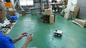 ロボットカートをジョイパッドで操縦する